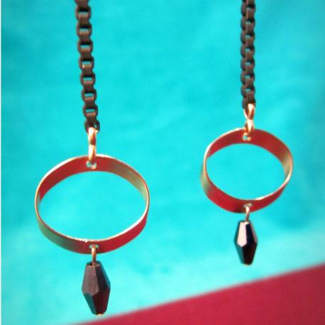 ploom-bijoux-createur-boucles-doreilles-rock-and-glam-noir-et-anneau-biseaut