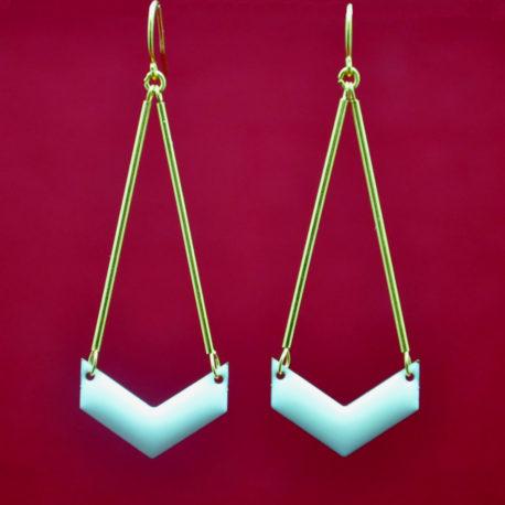 ploom-bijoux-createur-boucles-doreilles-chevron-blanc-dore-or-fin