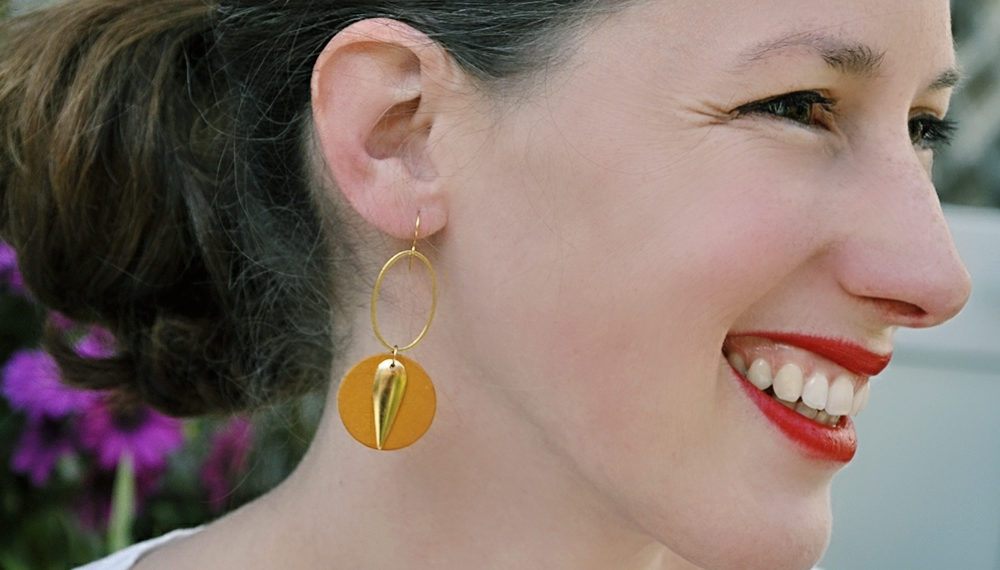 Boucles doreilles retro originales femme pendantes or fin ploom bijoux créatrice