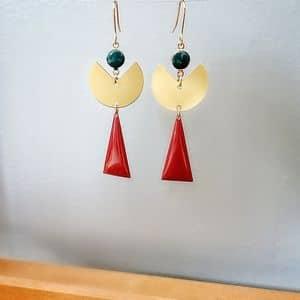 Boucles d'oreilles originales pendantes dorées triangle rouge ploom bijoux createur francais