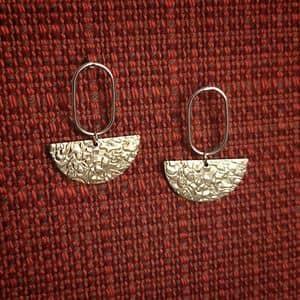 Boucles d'oreilles minimalistes dorées or fin originales ploom bijoux créateur