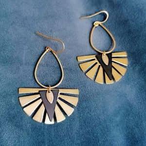 Boucles d'oreilles egyptiennes moderne longues originales dorées or fin ploom bijoux créateur