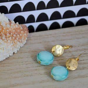 Boucles d'oreilles Aqua en verre couleur lagon avec un support doré à l'or fin ou argenté chic élégant ploom bijoux original créateur français