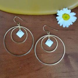 Boucles d'oreilles Dolce Vita créoles blanc dorées cercles grandes légères graphiques ploom bijoux original créateur