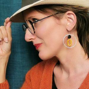 Boucles d'oreilles Rondes grandes pendantes créateur vintage retro art déco ploom bijoux original moutarde